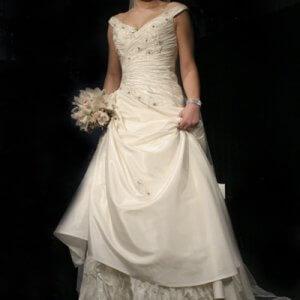 c79e698a0524 Karim Design er et familieejet firma med speciale i brudekjoler