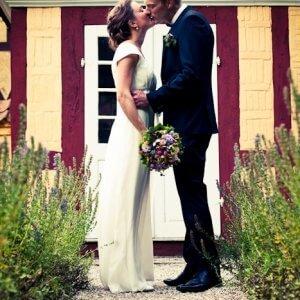 Kyssende brudepar - Bryllupsfoto