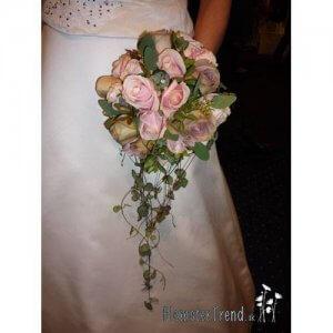 Rosa brudebuket med roser og hjerte ranke pris 1.200 kr.