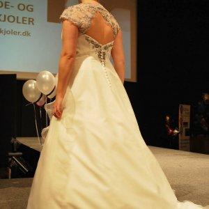 Brudekjole fra Unique brude- og festkjoler.