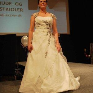 Brudekjole fra Unique brude- og festkjoler