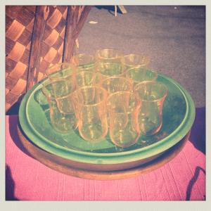 Find glas på loppemerked til brylluppet
