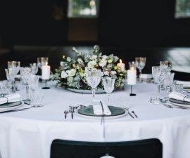 Smuk og minimalistisk borddækning