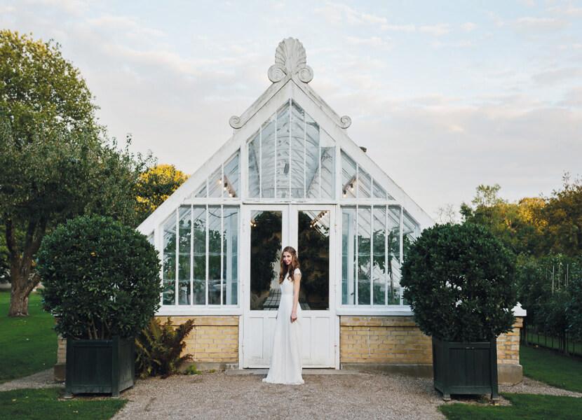 pavillon-udendørs-bryllup-farver-hyggeligt-tema