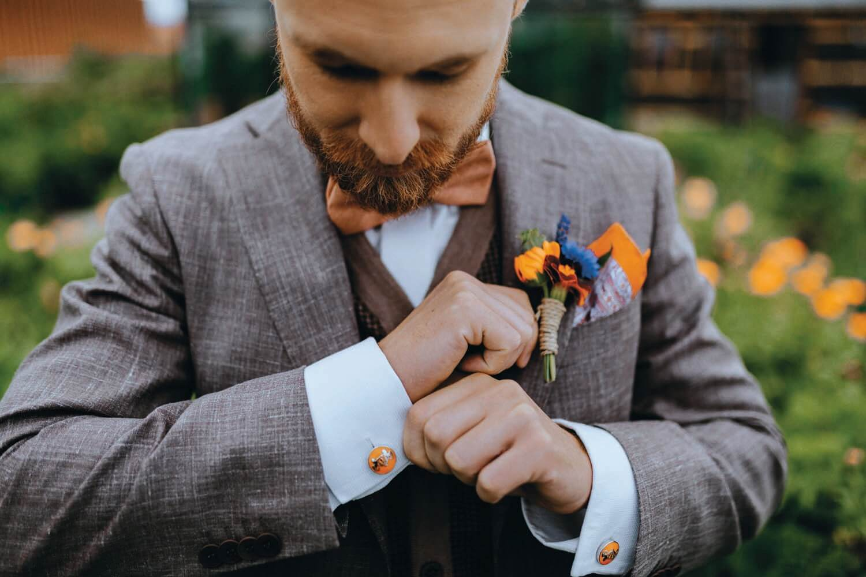 Urbant havebryllup - bryllup i haven - bryllupskage, kagebord, kage til bryllup, brud, drivhus, bryllup i drivhus, bryllup i det fri