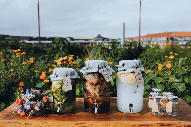 Urbant havebryllup - bryllup i haven - dispenser til bryllup