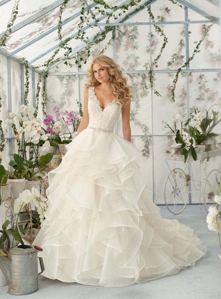 5599f415597a 3 brudekjole trends du vil elske i 2018! - Bryllup