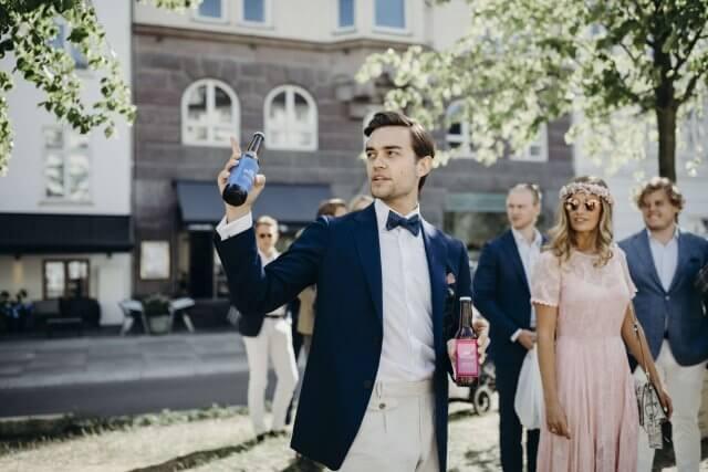 Brudepar der har brygget egen øl til bryllup