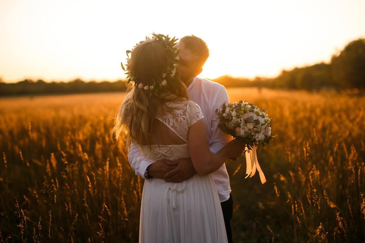 brudepar der kysser